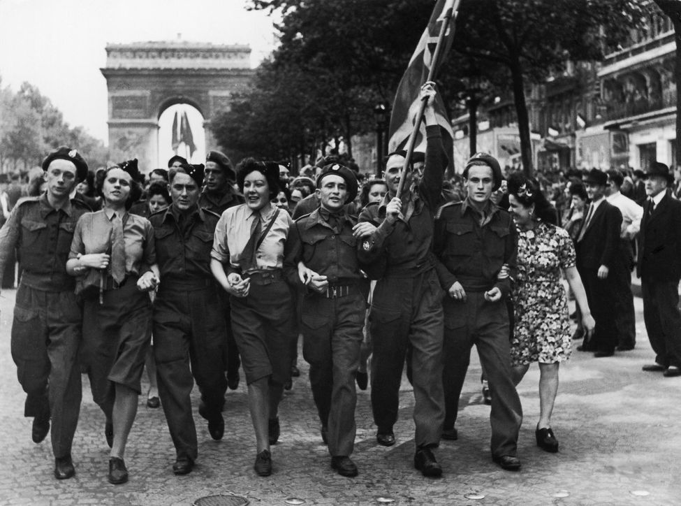 rp_1312276-victory-day-celebration-in-paris-france-on-may-08-1945-.jpg